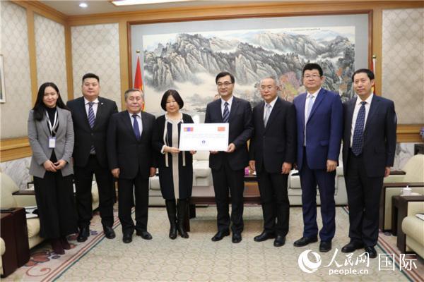 蒙古民主党副主席德勒格尔玛:坚信中方一定能够很快遏制疫情蔓延