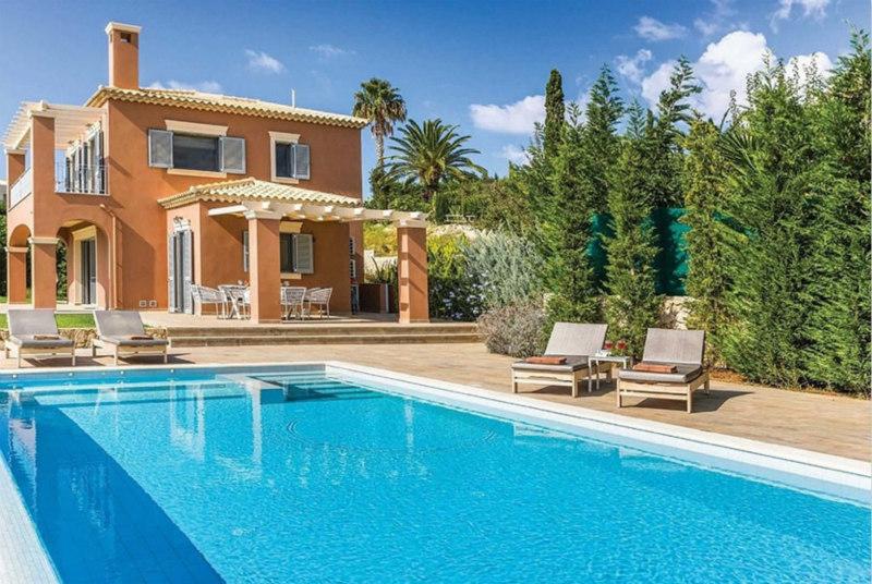 凯法利尼亚岛南海岸的Villa Trapezaki Blue别墅非常适合家庭、团体旅行。