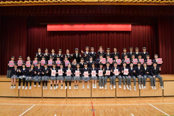 """""""祝福武汉,祝福中国""""横滨山手中华学校学生双语合唱《让世界充满爱》"""