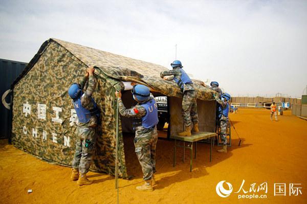 中国赴马里维和工兵分队援助当地防疫工作
