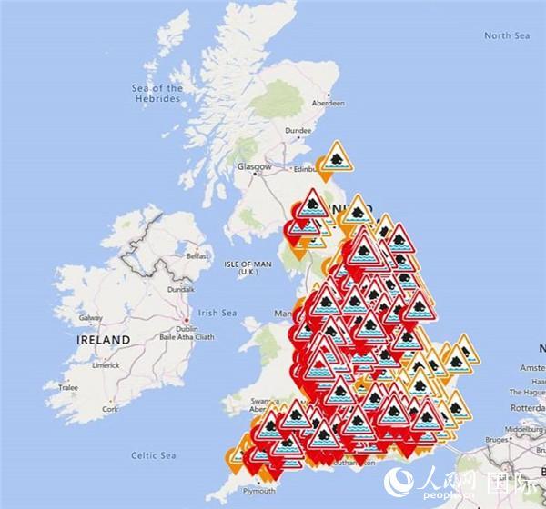 英国气象部门的网站上,水灾警告布满地图。