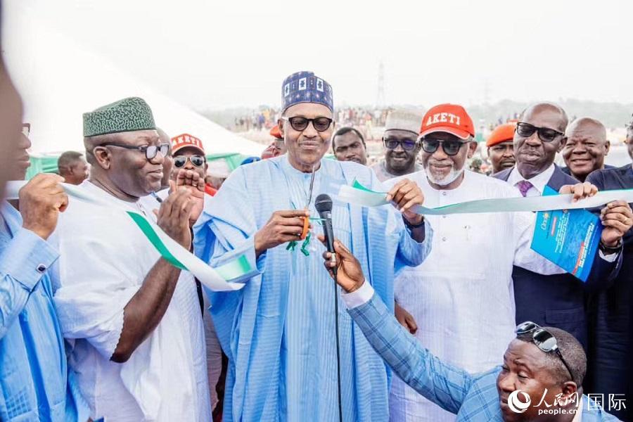 尼日利亚总统布哈里为翁多临沂工业园剪彩(西非华文报供图)