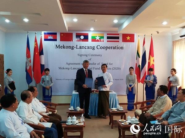 中缅两国签署澜湄合作项目注资协议 李秉新摄影
