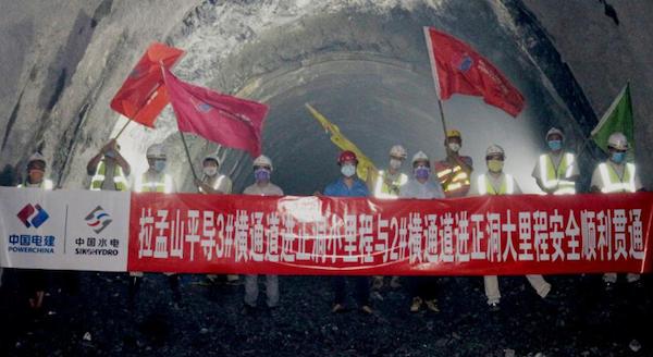 防疫生产两不误中老铁路拉孟山隧道工程获重大进展