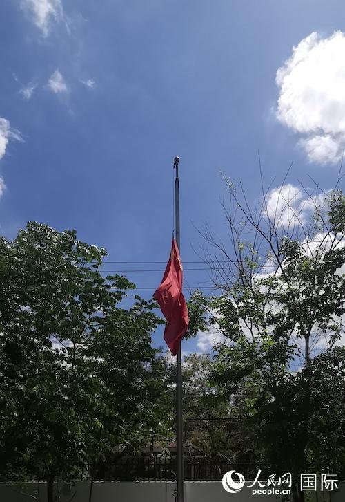 中国驻菲律宾大使馆哀悼抗疫牺牲烈士和逝世同胞