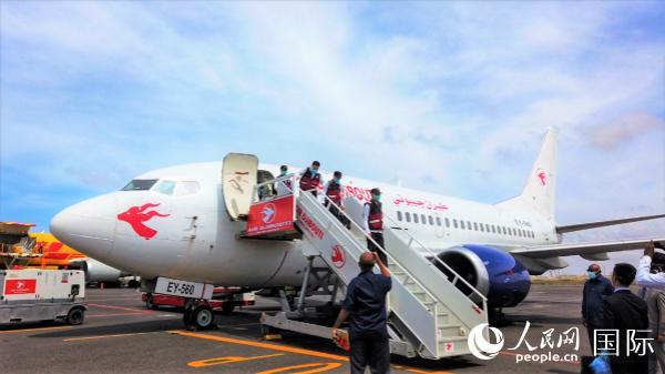 中国政府抗疫医疗专家组抵达吉布提(中国驻吉布提使馆供图)