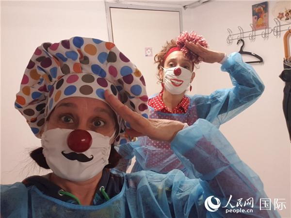 """隔离病毒不隔离爱以色列""""医疗小丑""""投入抗疫传递美好"""