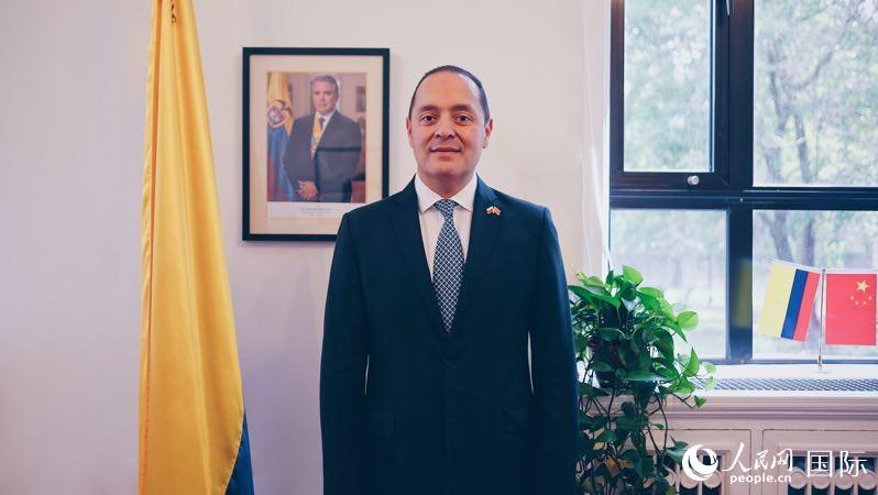 哥伦比亚大使:中国两会对世界经济复苏发展有着重要影响