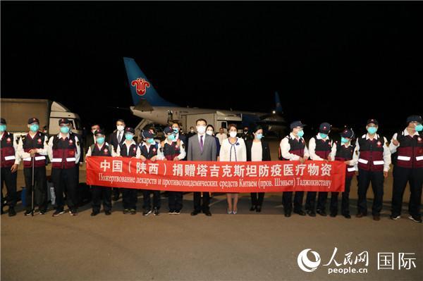 中国政府联合工作组抵达塔吉克斯坦首都杜尚别国际机场(中国驻塔吉克斯坦使馆供图)