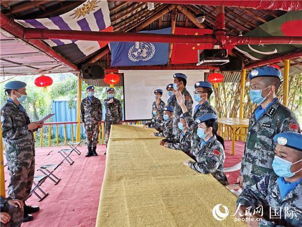 我第23批赴刚果(金)维和部队开展答题竞赛庆祝两会胜利闭幕