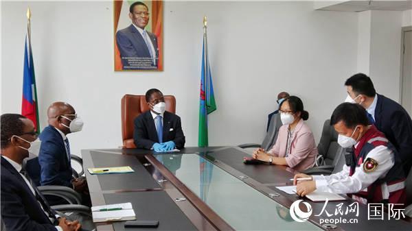 赤道几内亚总理会见中国抗疫医疗专家组