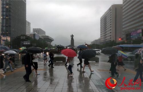 韩国中部地区连日暴雨文在寅紧急取消休假