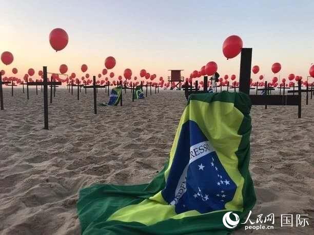 巴西新冠肺炎死亡人数破10万总统直播讲话引发争议