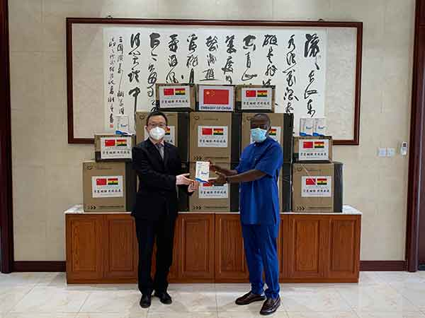 驻加纳使馆向加纳阿克拉市转交广州市援助抗疫物资