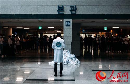 韩国医生集体罢诊3天政府下达返岗令