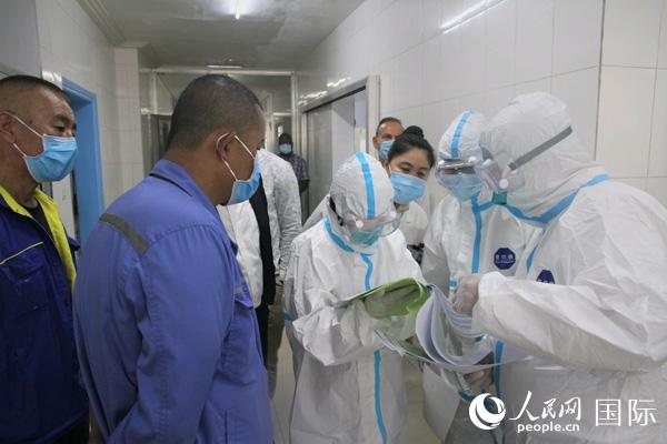 中国抗疫医疗专家组在几内亚开展支持抗疫工作。(中国援几内亚抗疫医疗专家组供图)