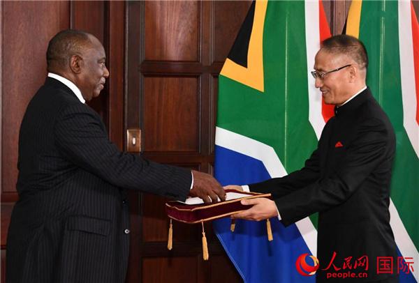 新任驻南非大使陈晓东向拉马福萨总统递交国书