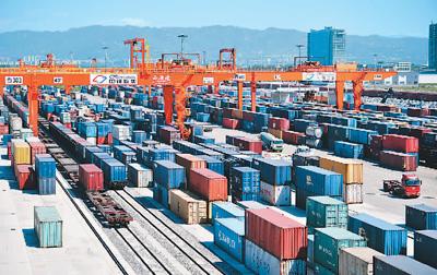 中国坐稳全球经济复苏头把交椅(国际论道)