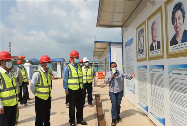 中国驻柬埔寨使馆驻西港领办建馆事情组慰问华电西港项目员工。华电西港供图