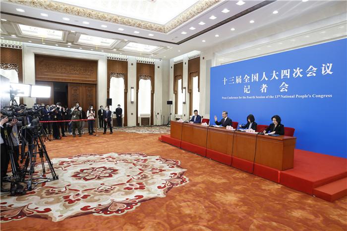 王毅宣布外交部将为湖北举行全球特别推介会