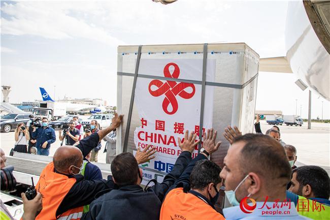中国援助叙利亚首批新冠疫苗运抵大马士革