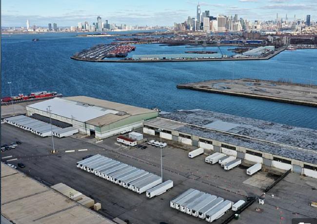 750名纽约新冠肺炎逝者一年后仍存在港口冷藏车内
