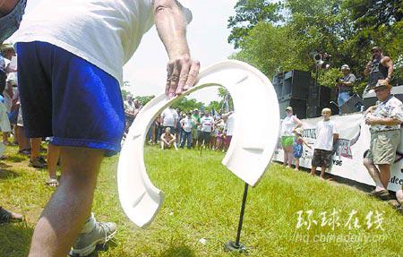比赛扔马桶圈 有趣的美国乡村奥运会--国际--人民网