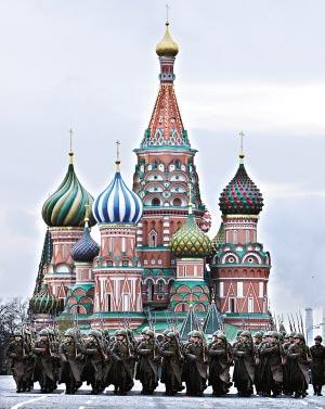 莫斯科 梦想/2006年,俄罗斯士兵身着65年前的军装在莫斯科红场,举行盛大...