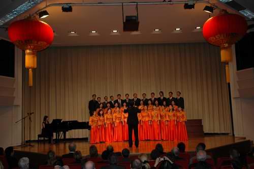 《橄榄树》,《香格里拉》和《同一首歌》,该合唱团是由在柏林地区的