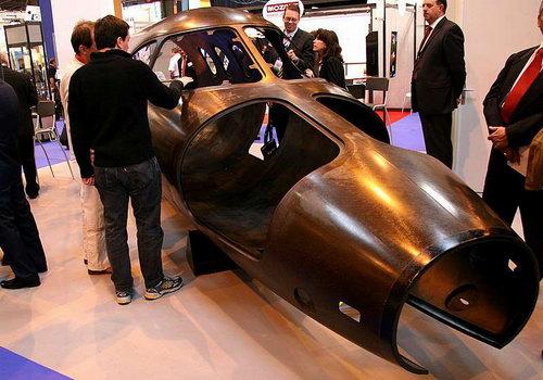飞机的机身前舱部分可整体使用复合材料成型