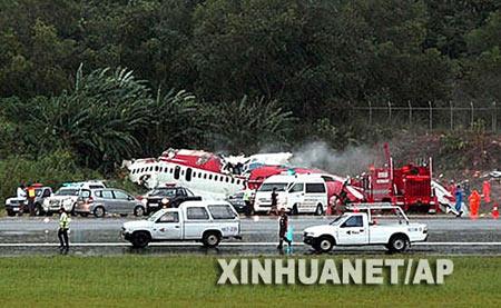 普吉岛机场降落时坠毁