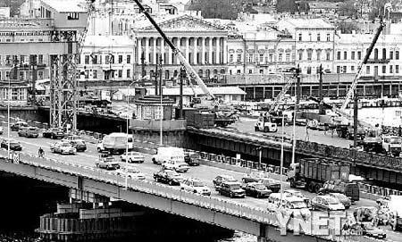 俄国家权力机关首次迁出首都