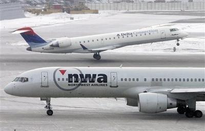 综合消息,美国达美航空公司今日宣布,该公司和西北航空公司董事会