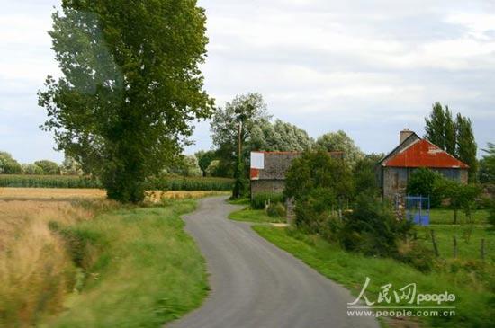 沉醉在法国乡村田园的小路上