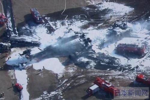 国土交通省说,机场管制塔在失事飞机着陆前曾对该机发出过600米以下高