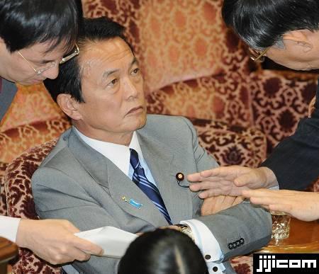 麻生太郎的妻子铃木千贺子是前日本首相铃木善幸的三