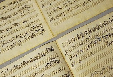 是全长四分钟的钢琴协奏曲和一分钟的片段序曲.专家分析,这可能是图片
