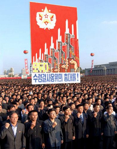 006: 十万朝鲜人庆祝核试验成功-卫报 图说美朝十年 玄机重重