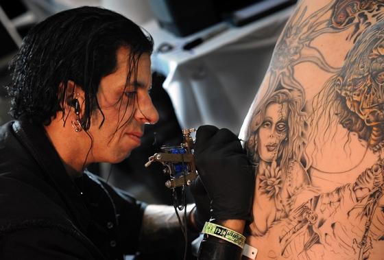 组图:人体纹身艺术博览会洛杉矶开幕 (4)