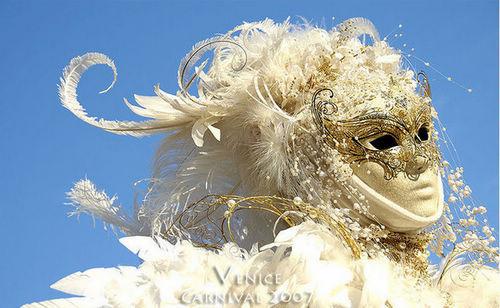 创意 华丽/除了精致多样的面具,华丽而充满创意的服饰也是狂欢节上的亮点...