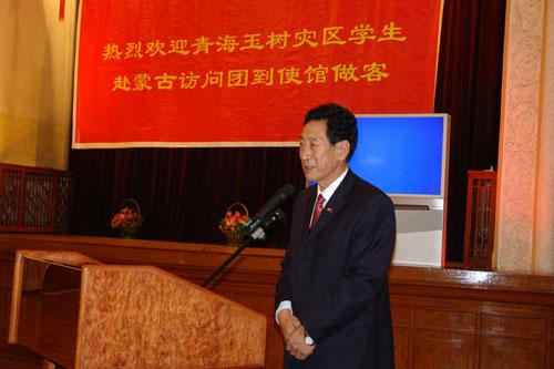 青海代表团团长,青海省教育厅副厅长他扎西在招待会