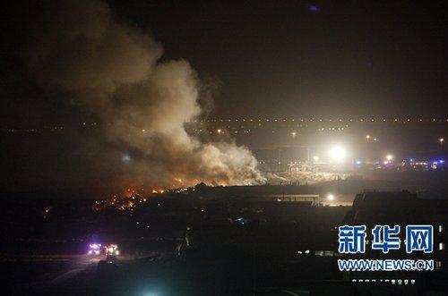 组图:美国货机在迪拜坠毁两名飞行员丧生