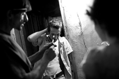 罗马尼亚/组图:惨不忍睹的罗马尼亚吸毒者绝望的生活(5)