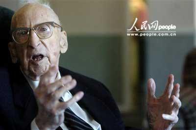 组图:世界最老男子在美国庆祝114岁生日