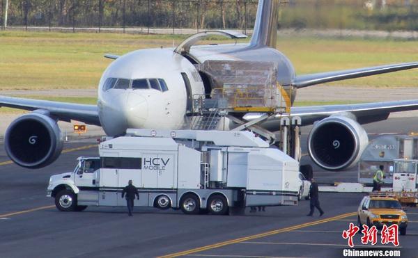 旅客运输任务的大型民航客机,比如波音777系列飞机,都设有硕大的货仓