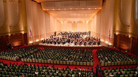 2008年2月,纽约交响乐团在平壤表演。