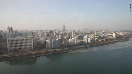2008年2月,朝鲜平壤的天际线。1910年,朝鲜被日本殖民。在第二次世界大战结束时,朝鲜半岛沿三八线被分成两半。
