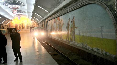 平壤的地铁站。