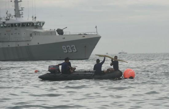 """印尼失事客机黑匣子位置确认搜救人员:""""预计不会有生还者了"""""""