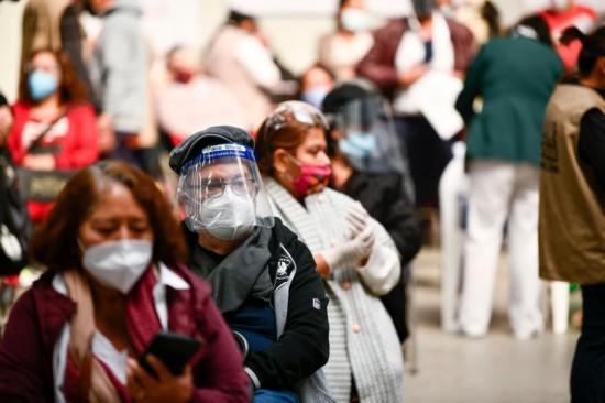 全球连线|中国疫苗运抵墨西哥后,74岁老人第一个接种
